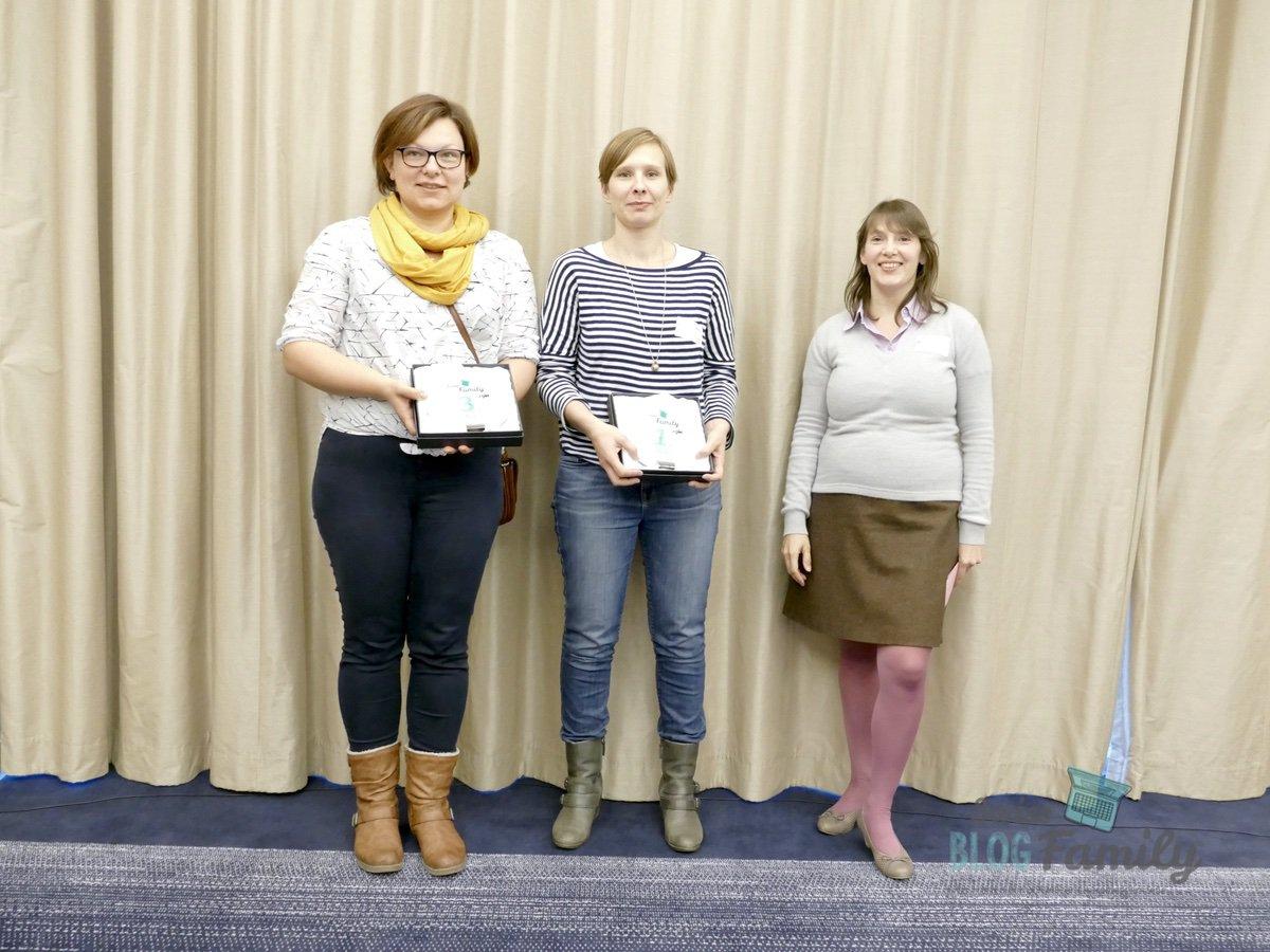 Zwei der Gewinner von unserem Swiss Blog Family Award zusammen mit AVM